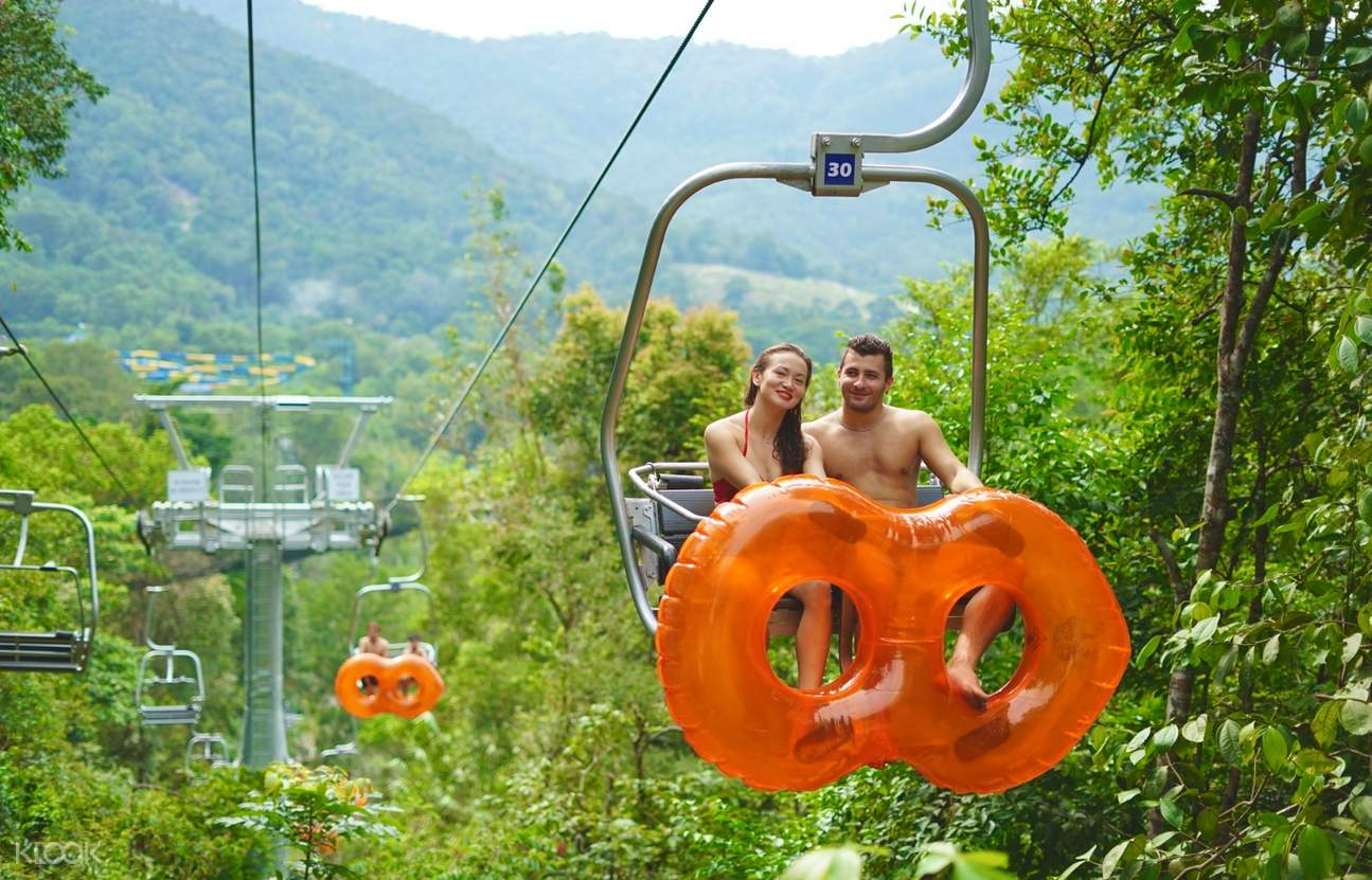 couple on the cable swing
